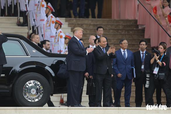 Thủ tướng Nguyễn Xuân Phúc hội kiến Tổng thống Trump - Ảnh 1.