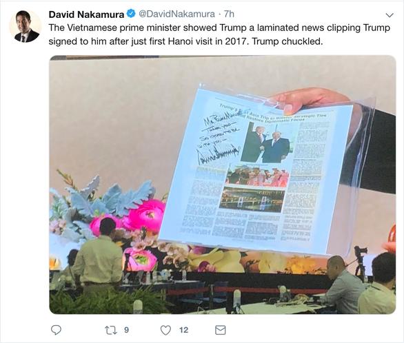 Tổng thống Trump bất ngờ với vật kỉ niệm của Thủ tướng Nguyễn Xuân Phúc - Ảnh 2.