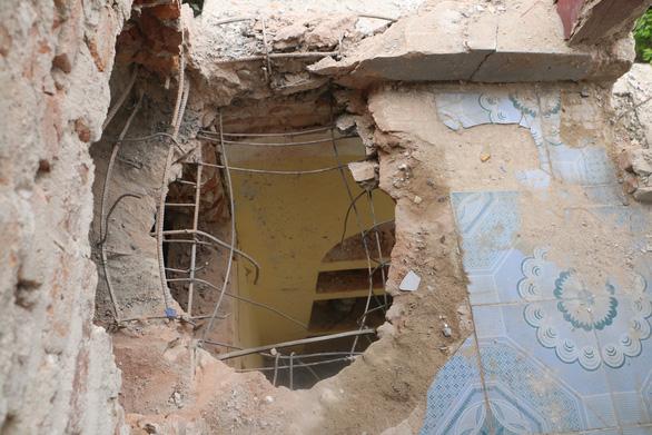 Khởi tố tội giết người, hủy hoại tài sản người nổ mìn nhà anh trai - Ảnh 2.