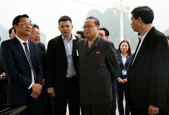 Đoàn đại biểu Triều Tiên tham quan vịnh Hạ Long - Ảnh 1.