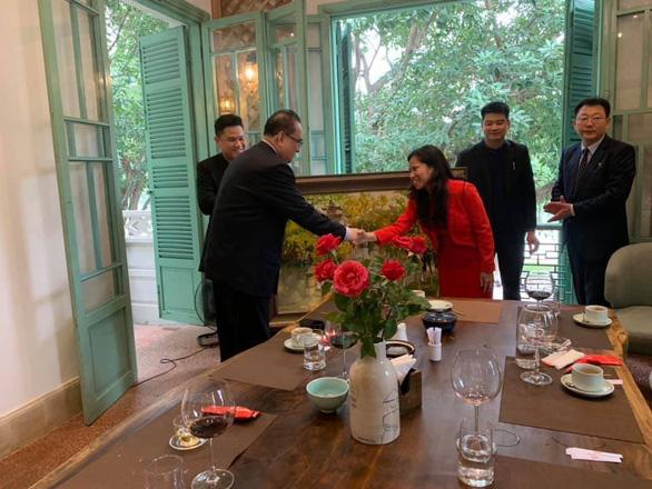 Đoàn Triều Tiên đi ăn nem rán, bánh xèo... ở Hà Nội - Ảnh 3.
