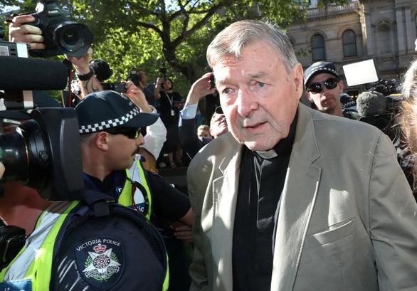 Cựu lãnh đạo Vatican bị tạm giam vì tội ấu dâm - Ảnh 1.