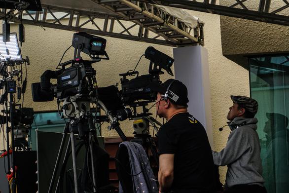Vào trường quay di động truyền hình Hàn để biết họ chuyên nghiệp cỡ nào - Ảnh 7.