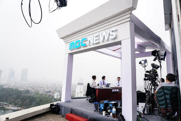 Vào trường quay di động truyền hình Hàn để biết họ chuyên nghiệp cỡ nào - Ảnh 2.