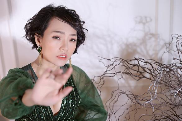 Thái Thùy Linh cố giấu nữ tính để đối đầu giông bão - Ảnh 4.