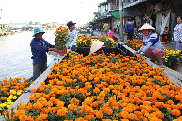 Оживленный плавучий рынок Нга-Нам перед праздником Тэта (ФОТО)