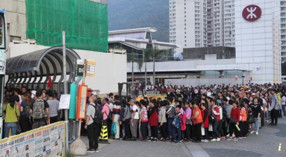Người Hong Kong giận dữ xua đuổi du khách Trung Quốc  - Ảnh 5.