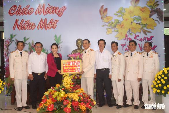 Chủ tịch Quốc hội thăm, tặng quà Tết tại tỉnh Tiền Giang - Ảnh 1.