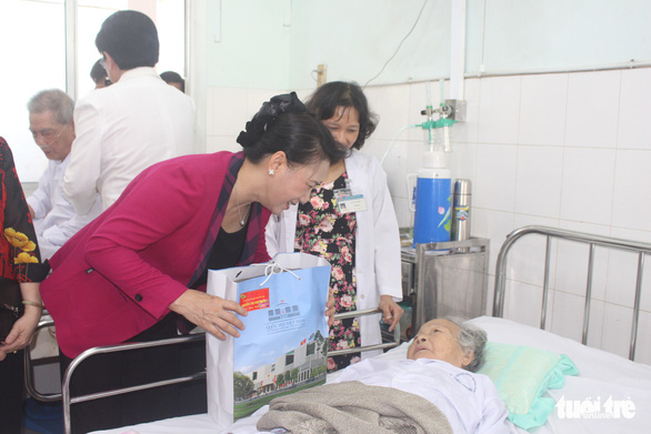 Chủ tịch Quốc hội thăm, tặng quà Tết tại tỉnh Tiền Giang - Ảnh 3.