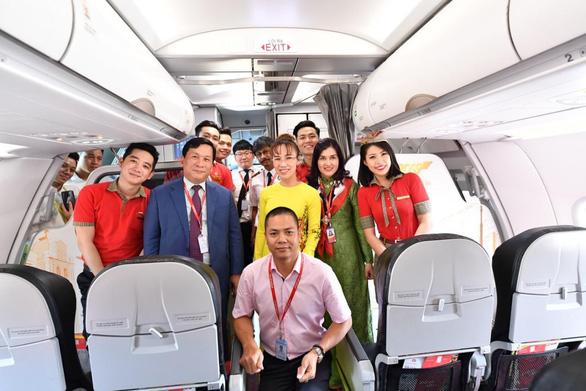Lãnh đạo Vietjet vui xuân cùng hành khách ngày Mùng 1 Tết - Ảnh 11.
