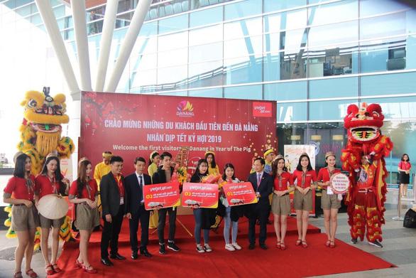Lãnh đạo Vietjet vui xuân cùng hành khách ngày Mùng 1 Tết - Ảnh 13.