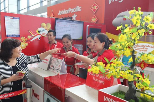 Lãnh đạo Vietjet vui xuân cùng hành khách ngày Mùng 1 Tết - Ảnh 3.