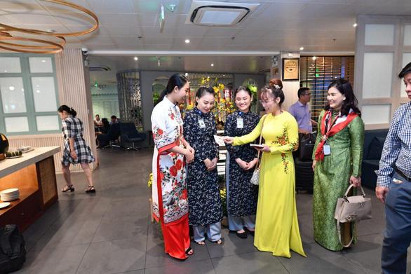 Lãnh đạo Vietjet vui xuân cùng hành khách ngày Mùng 1 Tết - Ảnh 8.