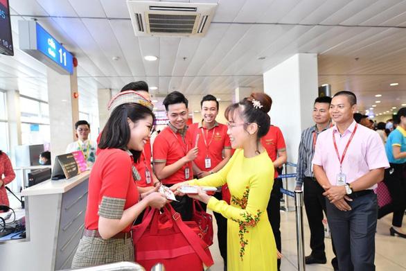 Lãnh đạo Vietjet vui xuân cùng hành khách ngày Mùng 1 Tết - Ảnh 9.