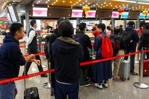 700 phi công đình công, 4.000 khách ở Đài Loan chịu trận - Ảnh 1.