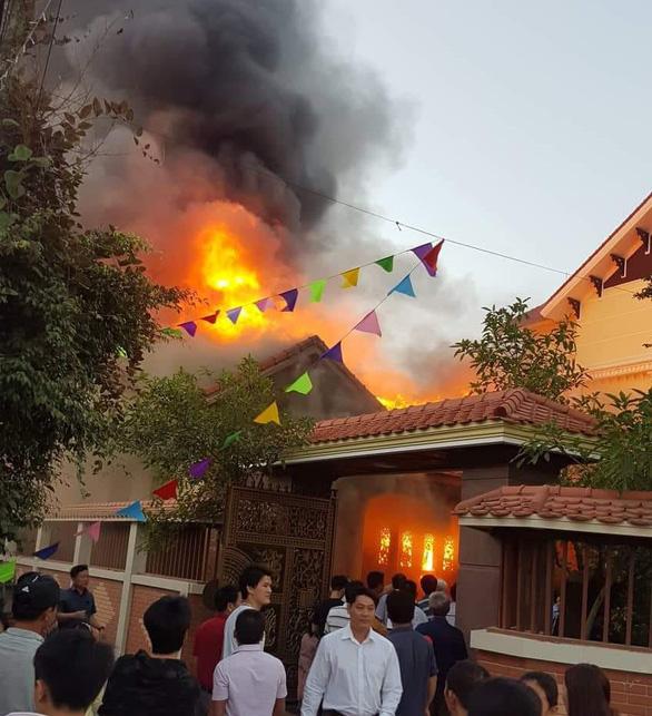 Không có chuyện 'biệt thự trăm tỉ chủ tịch tỉnh Nghệ An bốc cháy' - Ảnh 3.