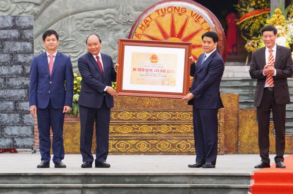 Thủ tướng trao Bằng xếp hạng Di tích Quốc gia đặc biệt Gò Đống Đa - Ảnh 1.