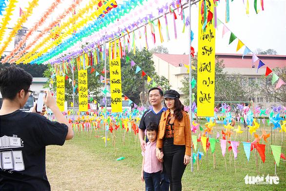 Lạ mắt với vườn chong chóng rực rỡ ở Hoàng Thành Thăng Long - Ảnh 4.