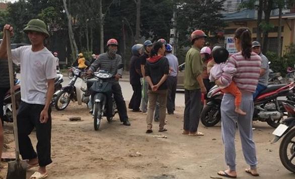 Một cảnh sát giao thông bị tàu hoả đâm tử vong - Ảnh 1.