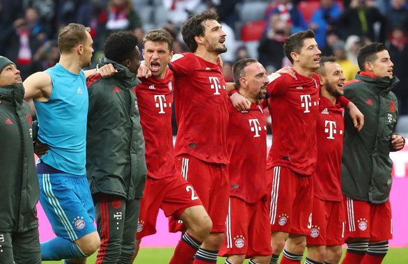 Thắng Wolfsburg 6-0, Bayern Munich vượt mặt Dortmund - Ảnh 2.