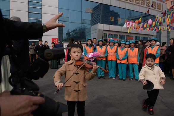 Dân Triều Tiên nô nức đi bầu cử Quốc hội - Ảnh 3.