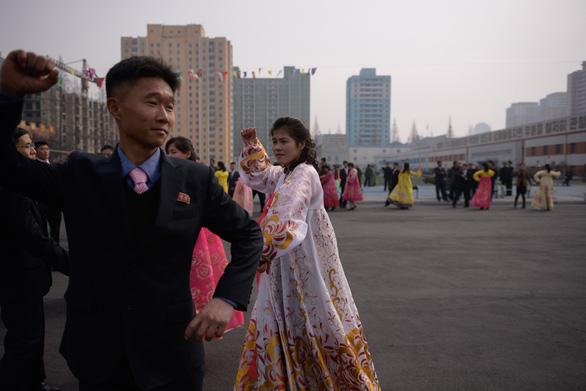 Dân Triều Tiên nô nức đi bầu cử Quốc hội - Ảnh 4.