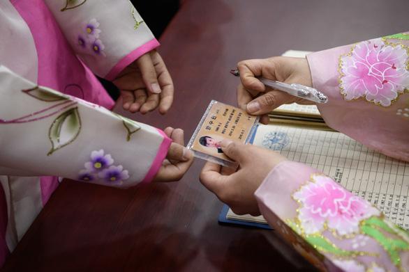 Dân Triều Tiên nô nức đi bầu cử Quốc hội - Ảnh 7.