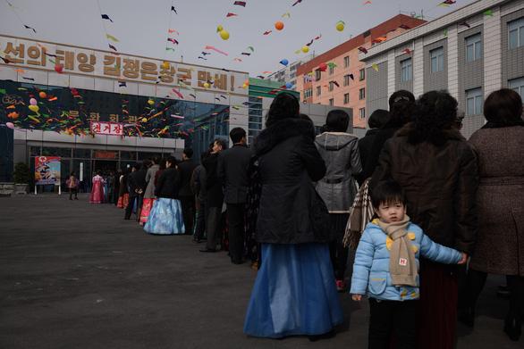 Dân Triều Tiên nô nức đi bầu cử Quốc hội - Ảnh 9.