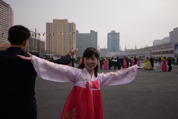 Dân Triều Tiên nô nức đi bầu cử Quốc hội - Ảnh 11.