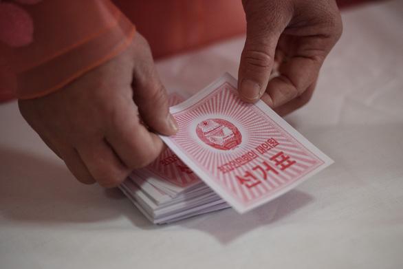 Dân Triều Tiên nô nức đi bầu cử Quốc hội - Ảnh 8.