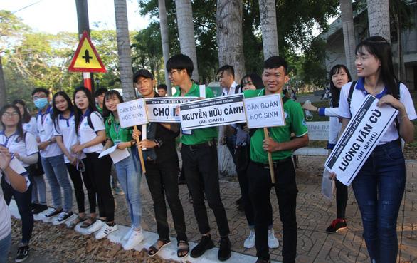 Học sinh miền Tây tựu về Ngày hội tư vấn tuyển sinh tại Cần Thơ - Ảnh 3.