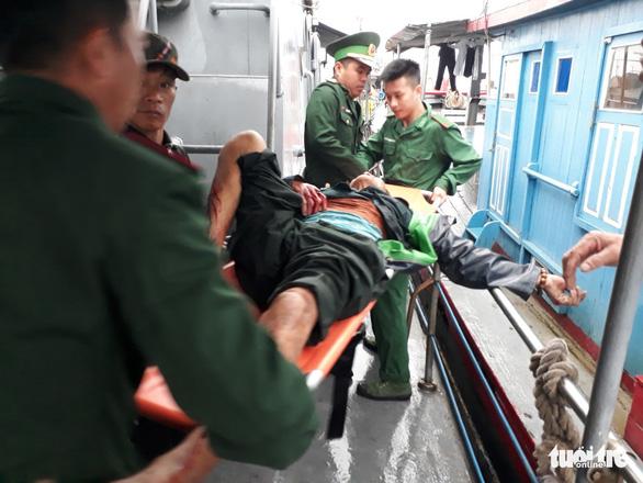 Nổ bình gas trên tàu cá, 6 ngư dân bị thương nặng - Ảnh 1.