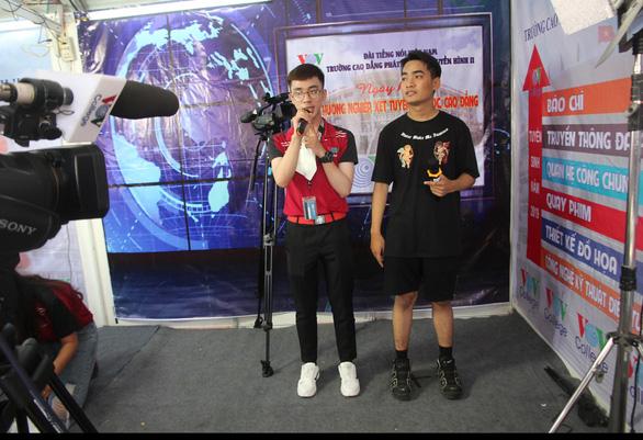 Học sinh miền Tây hào hứng làm MC, ca sĩ tại ngày hội tư vấn tuyển sinh - Ảnh 4.