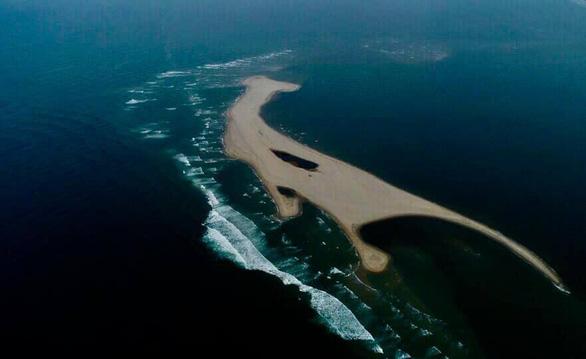 Cồn cát xuất hiện ở biển Cửa Đại là hiện tượng nói đi nói lại hoài - Ảnh 2.