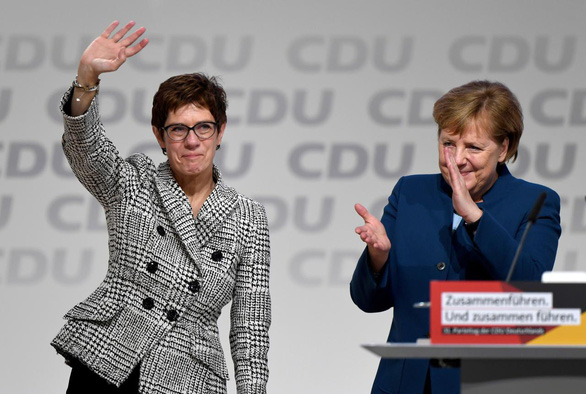 Thủ tướng Đức Merkel ủng hộ ý tưởng siêu hàng không mẫu hạm châu Âu - Ảnh 2.