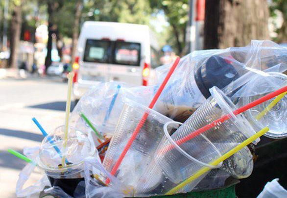 Việt Nam tính toán lộ trình cấm nhựa dùng một lần - Ảnh 1.