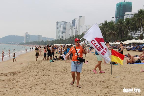 Du khách đuối nước, Nha Trang khoanh vùng thêm 6 bãi tắm an toàn - Ảnh 2.