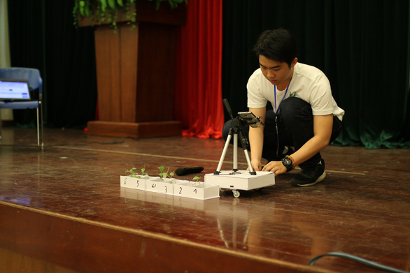 Nam sinh lớp 11 chế tạo robot phụ việc nhà nông - Ảnh 1.
