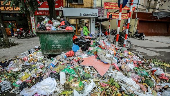 Không thể chấp nhận nhưng đâu đâu cũng khủng hoảng rác - Ảnh 3.