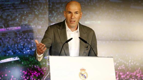 HLV Zidane: Chủ tịch Perez gọi và tôi đồng ý vì yêu đội bóng Real Madrid - Ảnh 1.