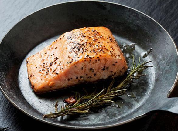 Mỹ cho phép bán cá hồi quái thai, nông dân tái mặt - Ảnh 1.