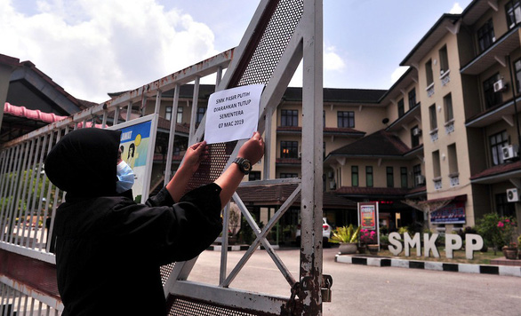 Malaysia đóng cửa nhiều trường học vì sông bị nhiễm hóa chất - Ảnh 1.