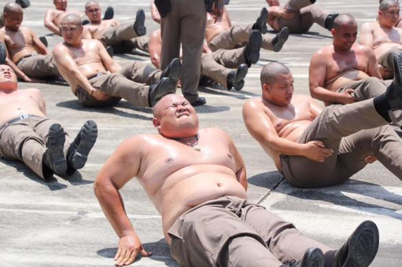 Thái Lan lập trại hủy diệt mỡ bụng toàn bộ cảnh sát béo phì - Ảnh 1.
