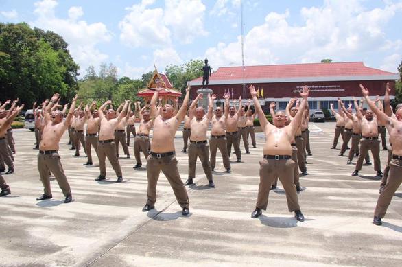 Thái Lan lập trại hủy diệt mỡ bụng toàn bộ cảnh sát béo phì - Ảnh 3.