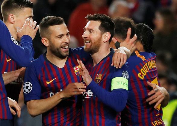Messi rực sáng, Barcelona đè bẹp Lyon để vào tứ kết Champions League - Ảnh 2.