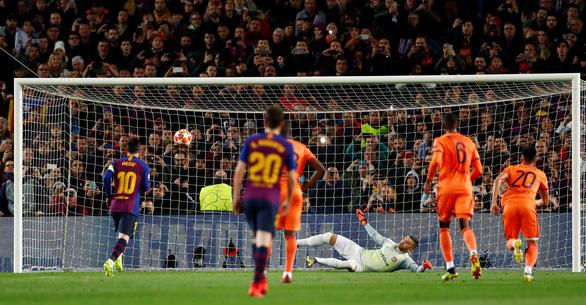 Messi rực sáng, Barcelona đè bẹp Lyon để vào tứ kết Champions League - Ảnh 1.
