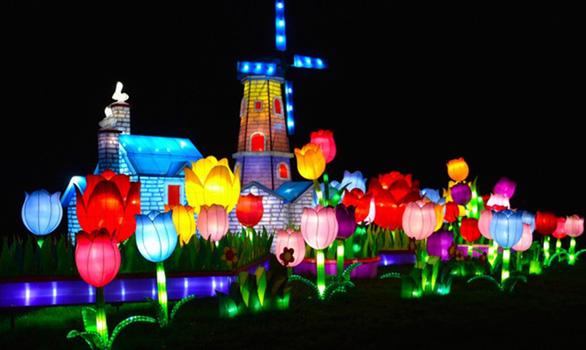 Lễ hội ánh sáng lần đầu đến TP.HCM - Ảnh 2.