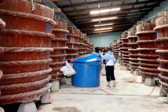 Vì sao dự thảo tiêu chuẩn sản xuất nước mắm không định nghĩa nước mắm? - Ảnh 1.