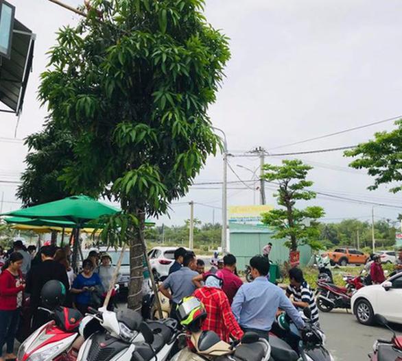 Rời Đà Nẵng, hàng trăm khách hàng đến Quảng Nam vây chủ đầu tư đòi sổ đỏ - Ảnh 3.