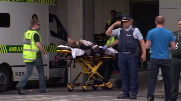 Khó tin: Hung thủ livestream xả súng ở đền thờ Hồi giáo, 49 người thiệt mạng - Ảnh 1.